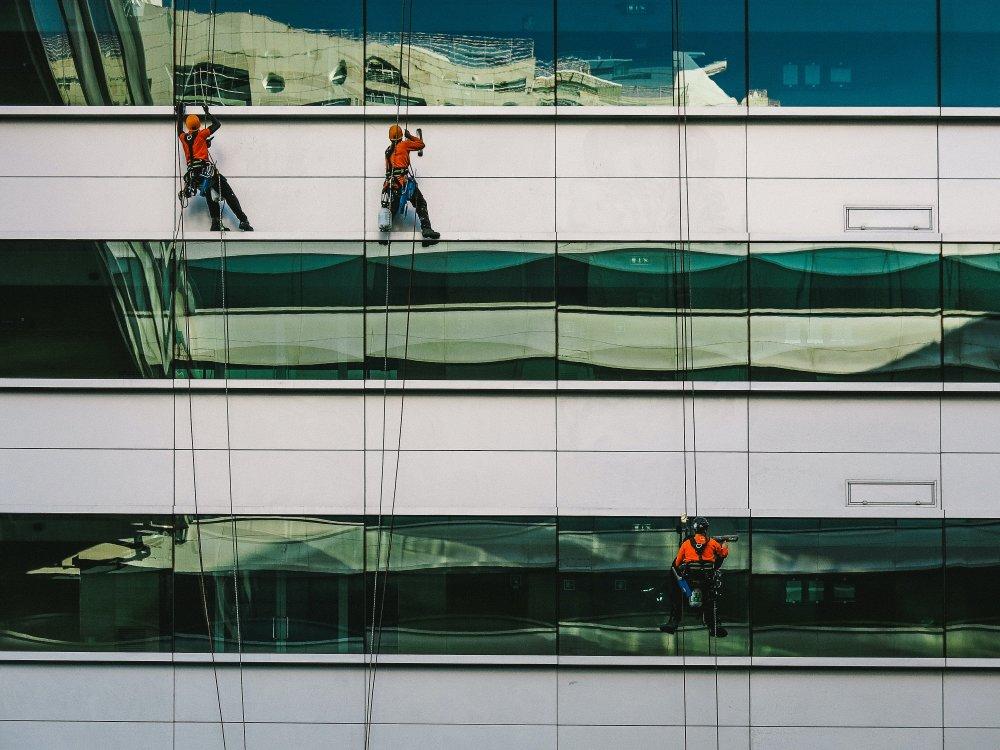 Hvorfor hyre hjælp til vinduespolering i Århus?